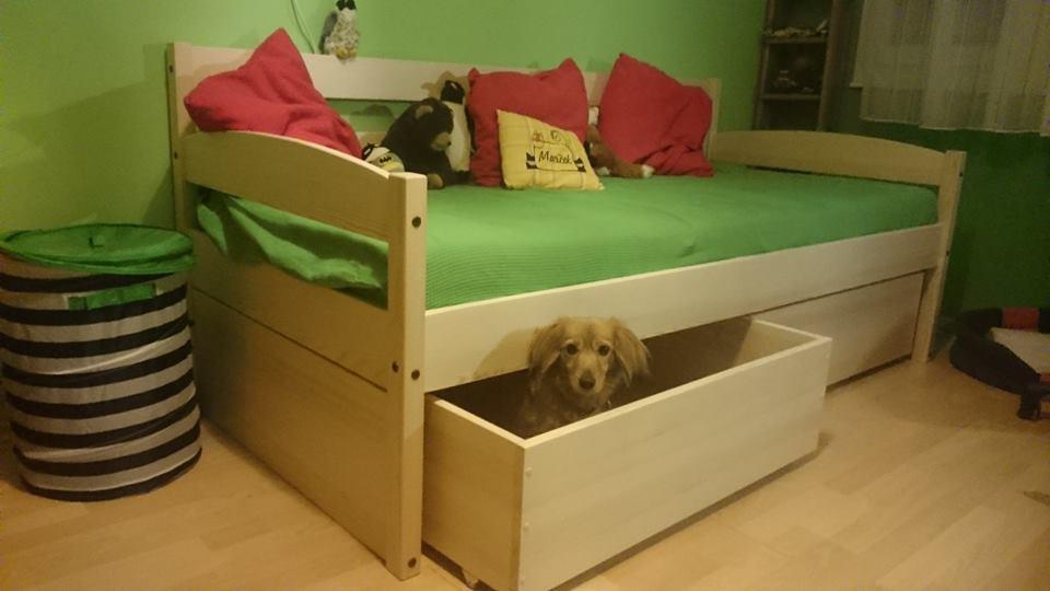 Atypická jednolůžková postel