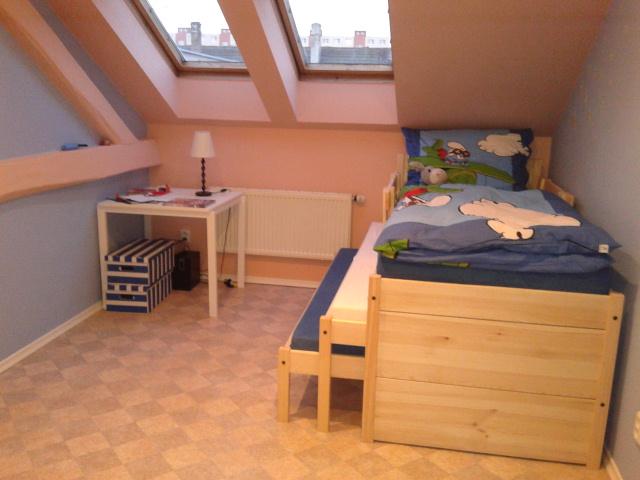jednolůžkové postele z borovice