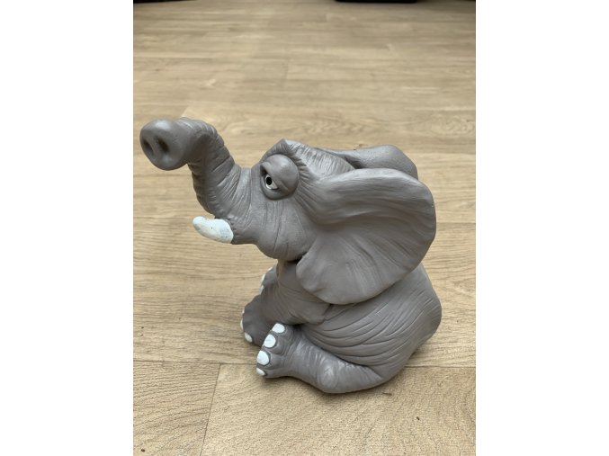 Slon 18 cm, 3 Kg.