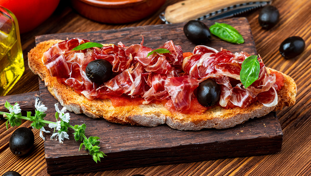 Španělský toast s rajčaty a šunkou Jamón Serrano