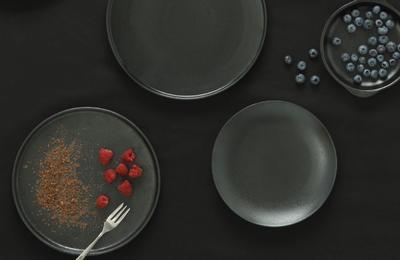 Černý porcelán CAVIAR od Maxwell and Williams