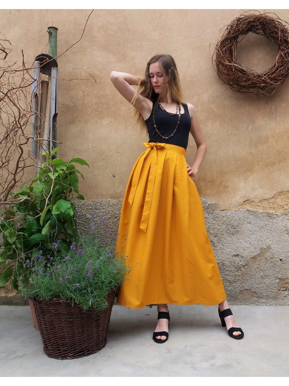 Dlouhá zavinovací sukně - hořčicová