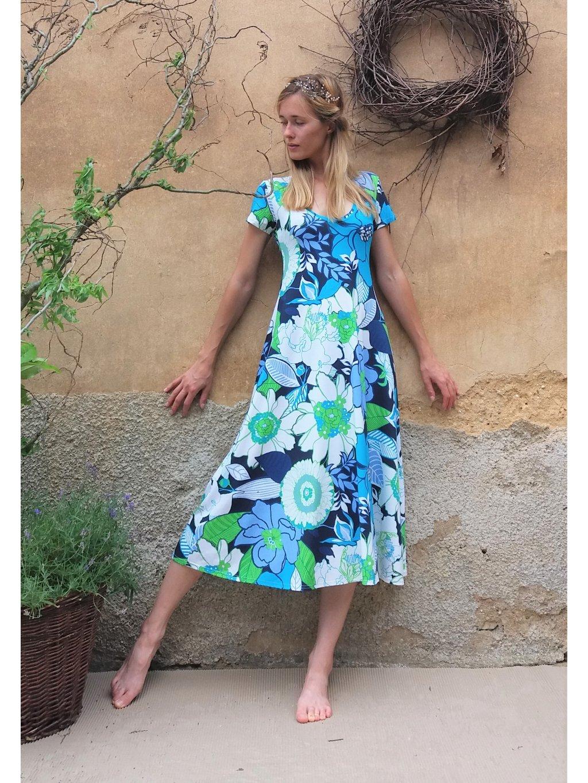 Úpletové delší šaty - modré květy