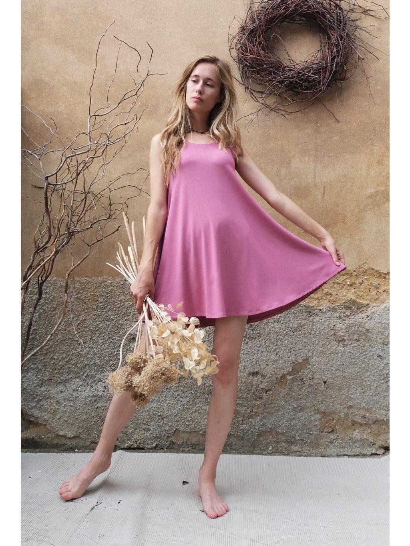 Krátké úpletové šaty - růžové