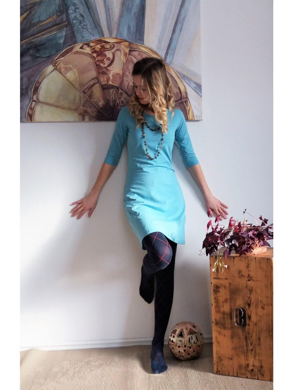 Krátké úpletové šaty nebesky modré