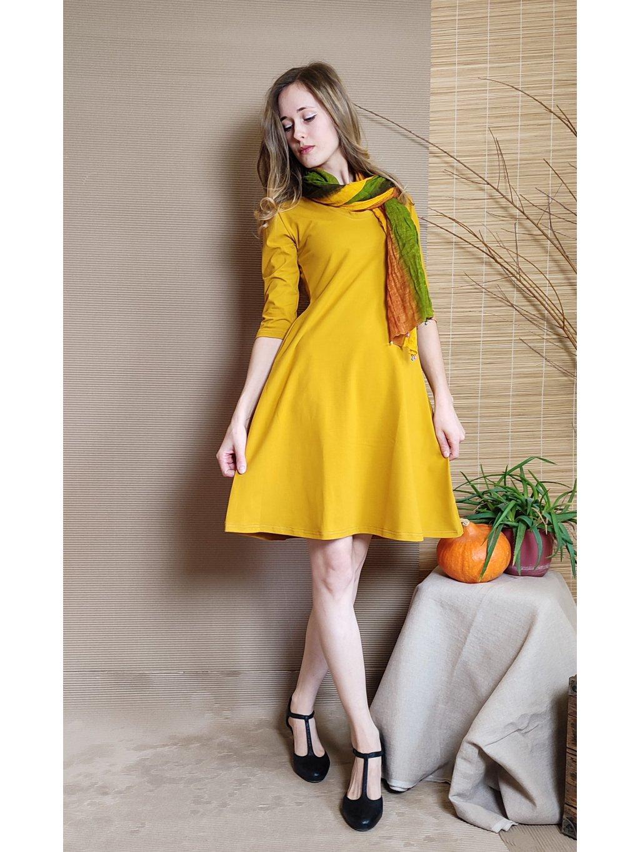 Krátké úpletové šaty - hořčice s kapsami