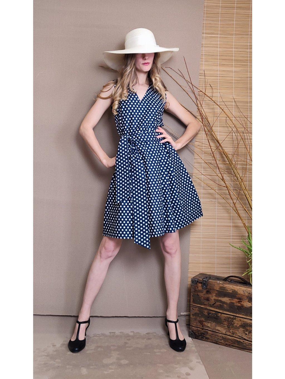 Krátké šaty modré s puntíkem