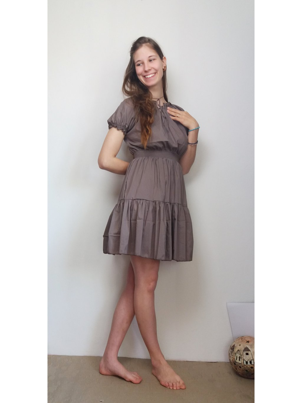 Krátké šaty světle hnědé