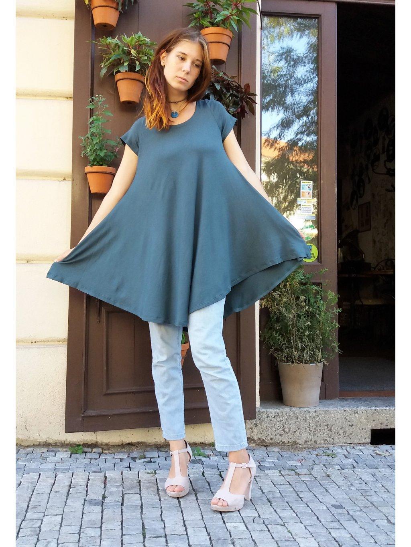 Zelená tunika s bohatou sukní