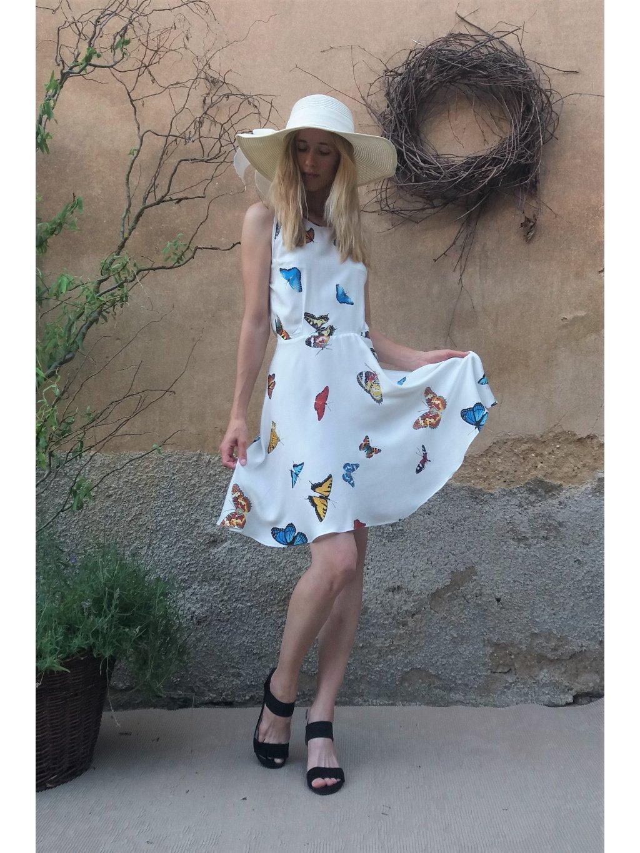 Krátké šaty motýlí bez rukávů