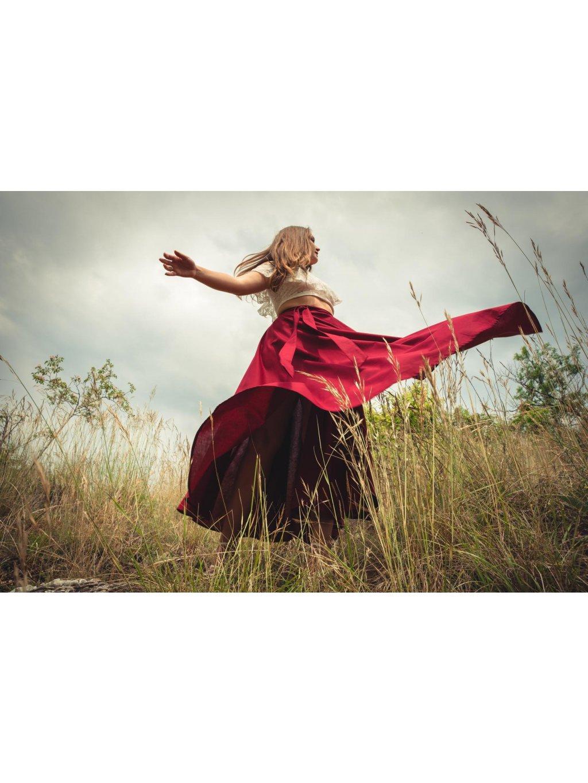 Kolová sukně bordó