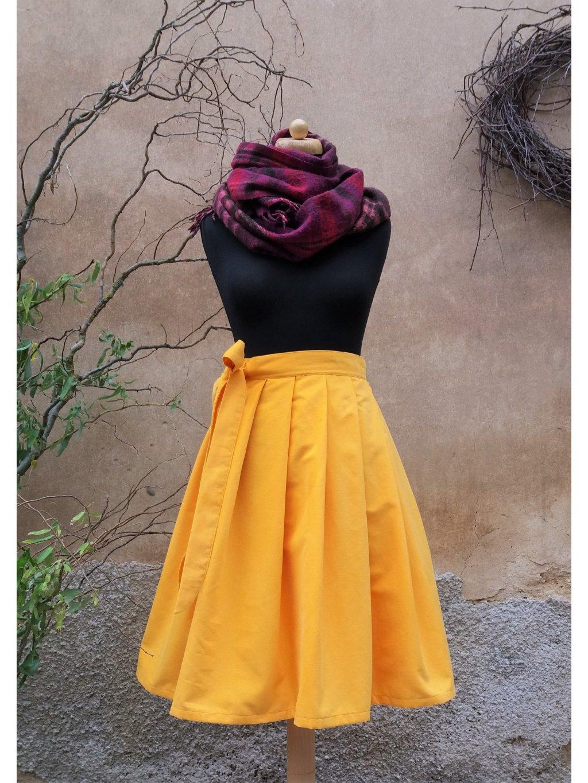 Krátká manšestrová žlutá sukně