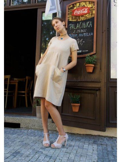 Šaty pudrové s krajkou