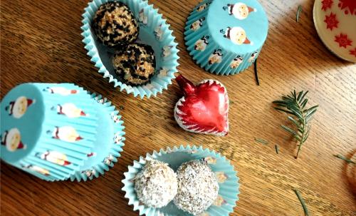 Zdravé vianočné pečenie 3/3 - Guličky s čiernym sezamom a kokosom