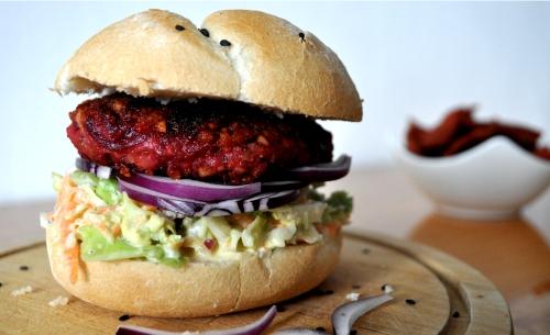 RECEPT - Domáci vegánsky burger s coleslaw šalátom