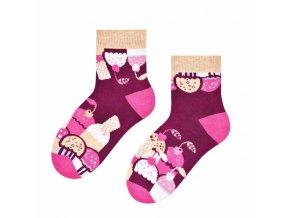 Višňové cupcaky ponožky fialové