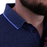 Detail zpracování u modré polo košile Curtis