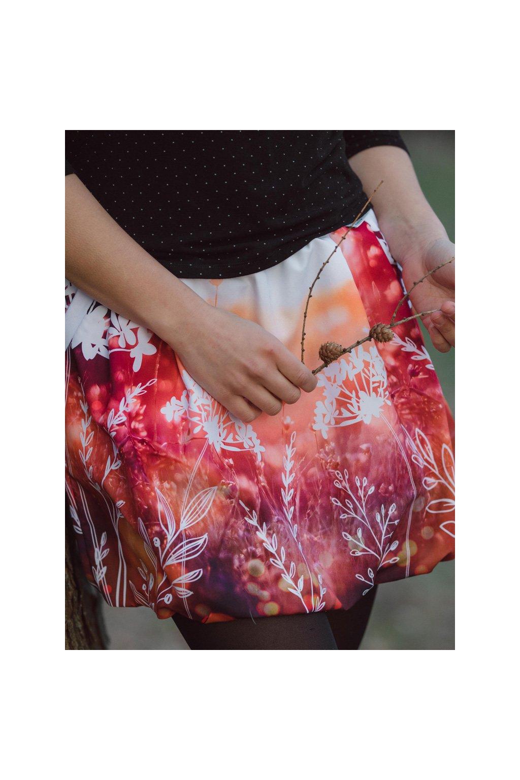 balonova sukne ve vysoke trave papilio