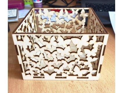 Dřevěná krabička s motýly