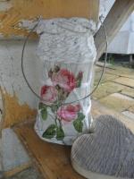 Recyklace láhve od kávy, pomocí papírového pletení přetvořena na lampičku
