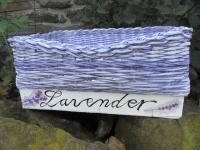 Líska, bedýnka dřevěná jako základ, dále použito techniky papírového pletení, barva fialová