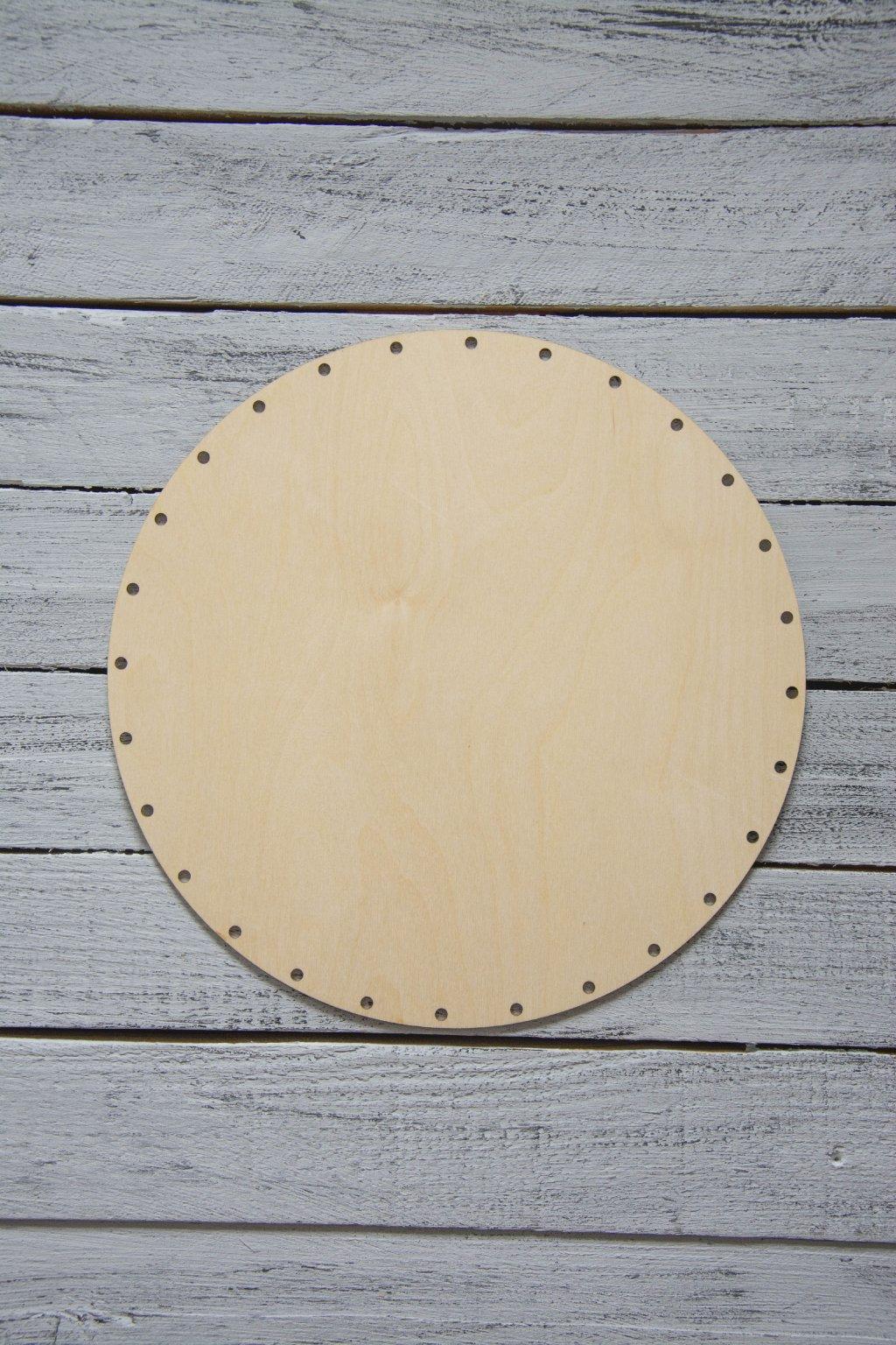 Průměr kruhu 28,5 cm.