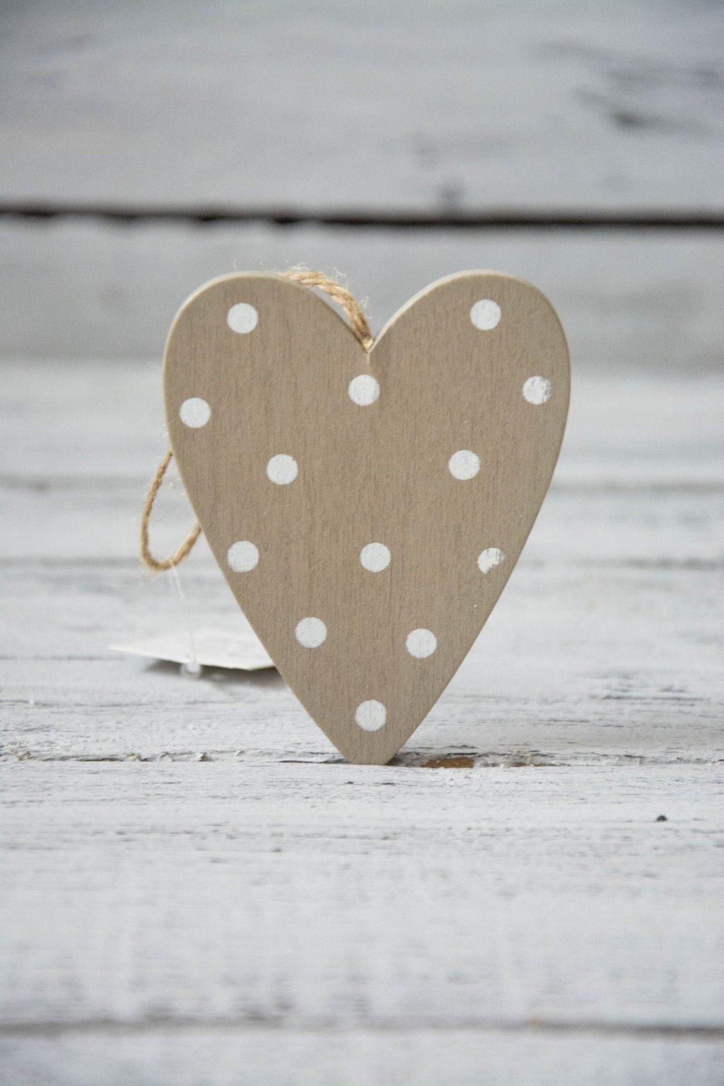 Dřevěné závěsné srdce s puntíky - šedé