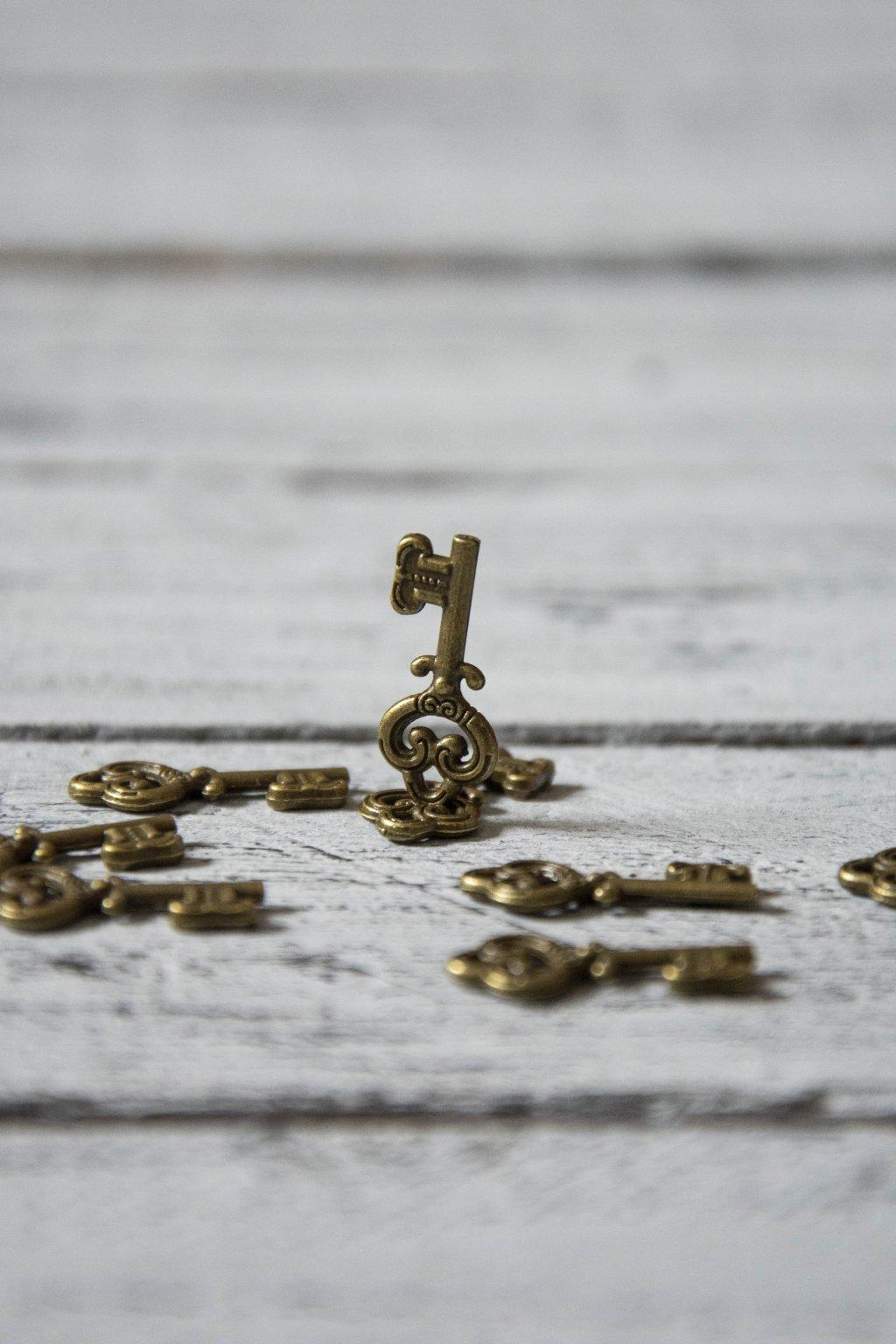 Klíč bronzový