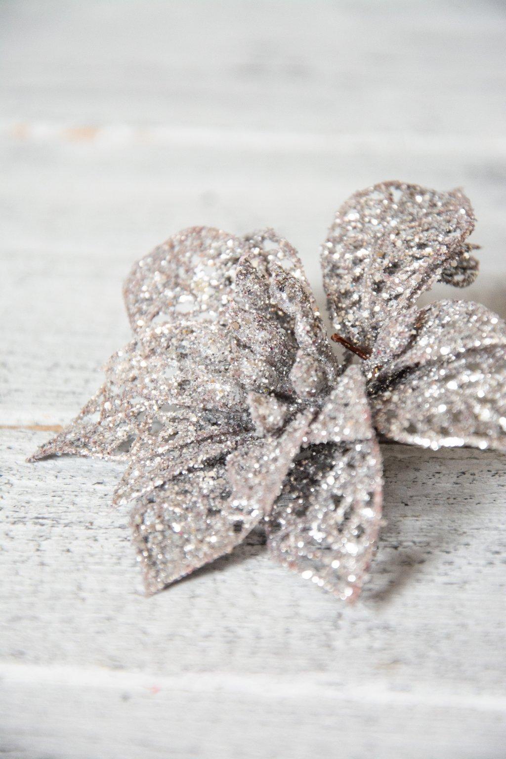 Stříbrná vánoční hvězda