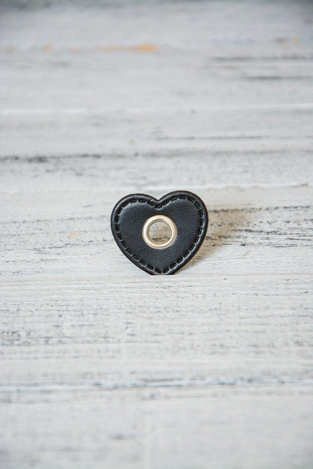 Srdce 3,5 x 3 cm, otvor vnitřní rozměr 8 mm