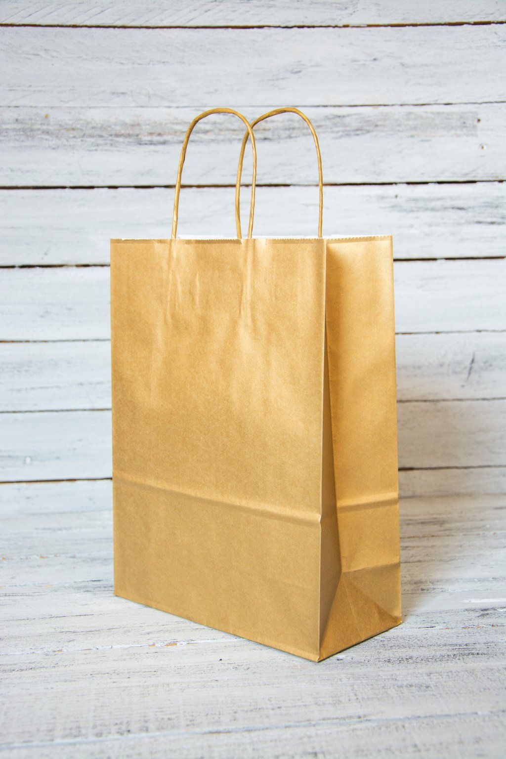 Papírová dárková taška.  Rozměr 22 x 10 x 29 cm.