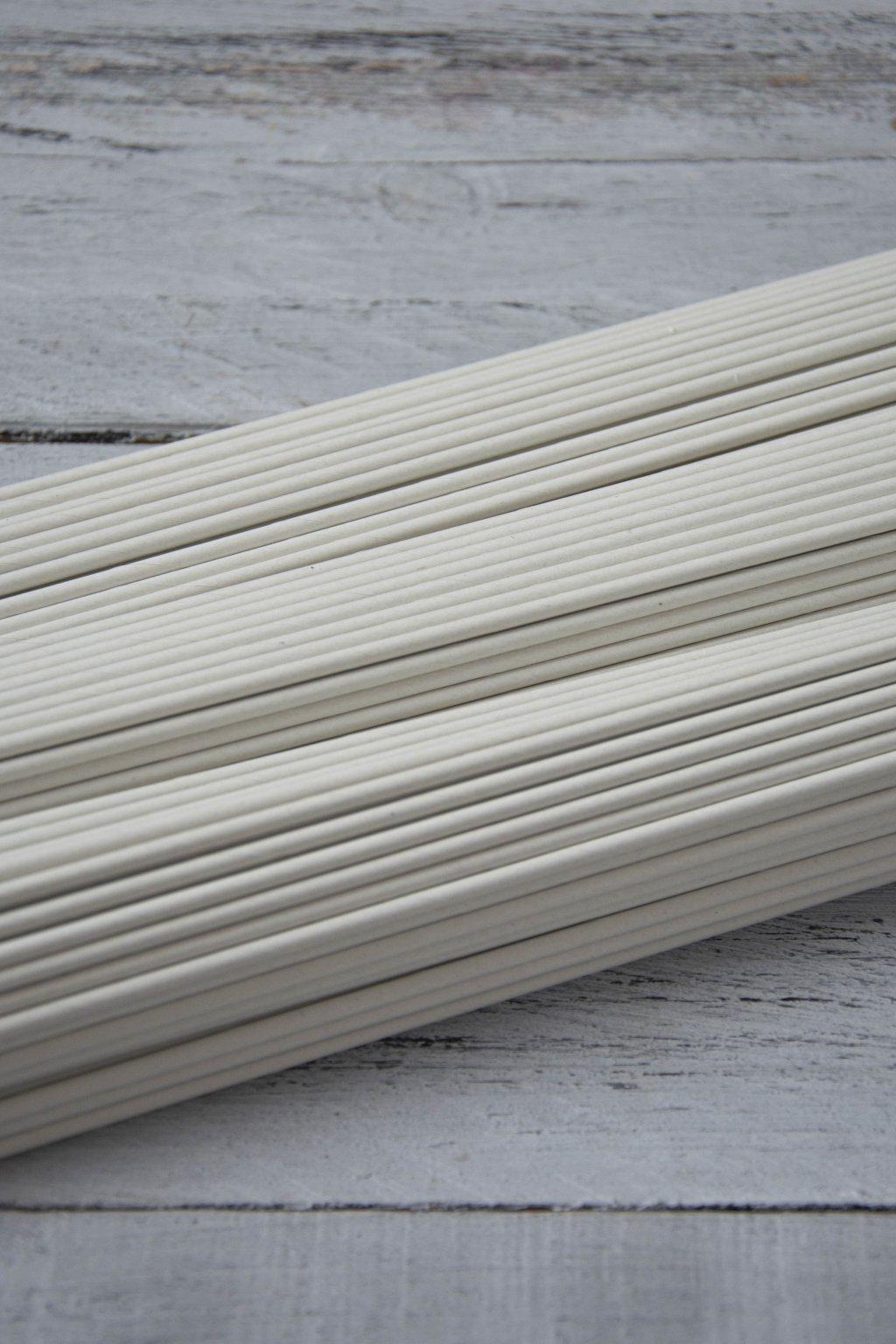 Papírové ruličky z papíru Havana, dlouhé 31 cm, drát 1,6 mm, šíře pruhu 12,5 cm, baleno po 50 ks. Bez barvy a duvilázně.