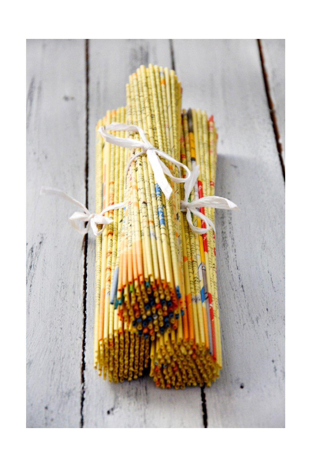 Papírové ruličky ze Zlatých stránek na pletení dekorací košíků boxů recyklace dárky