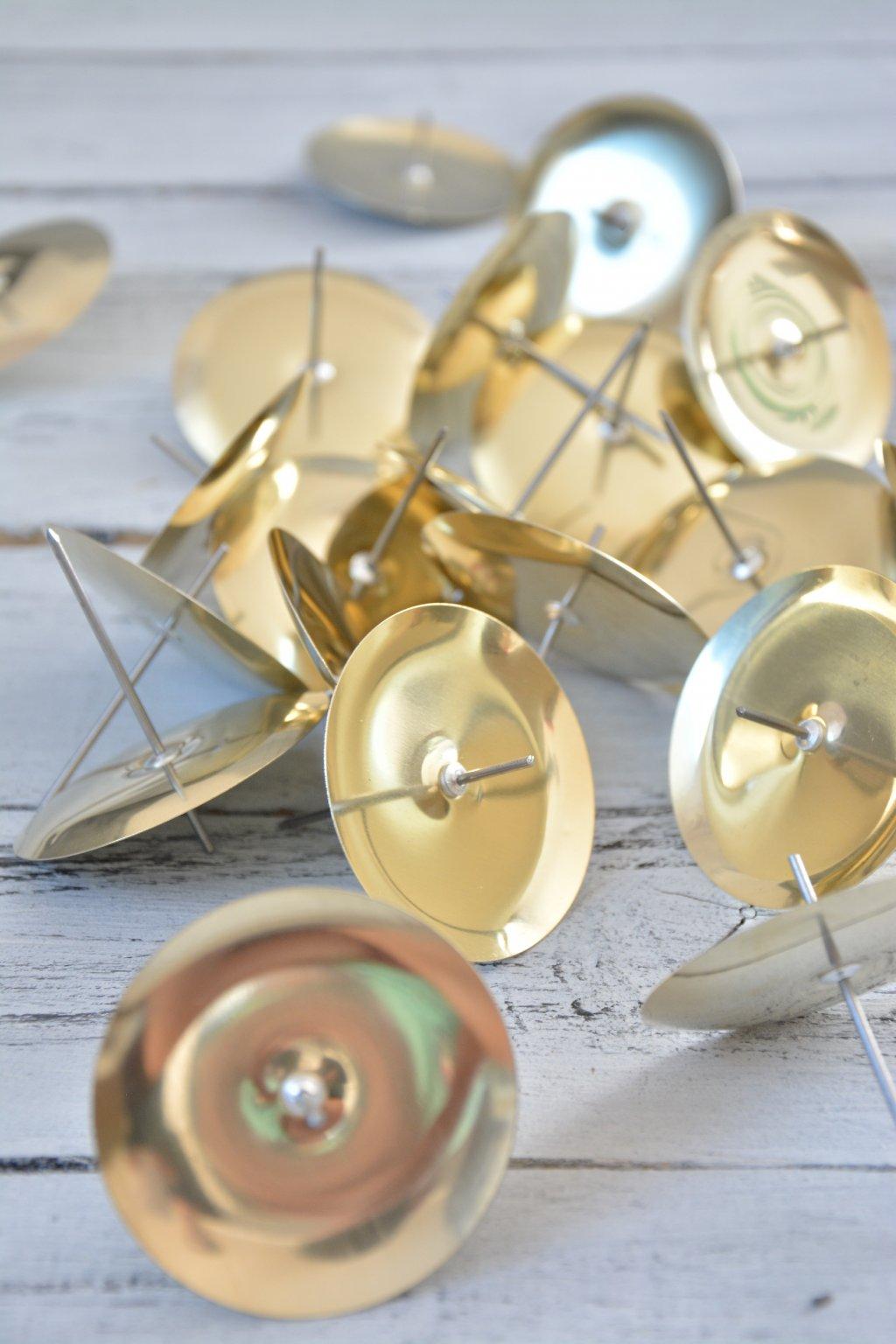 Kovové bodce na svíčky zlatá barva
