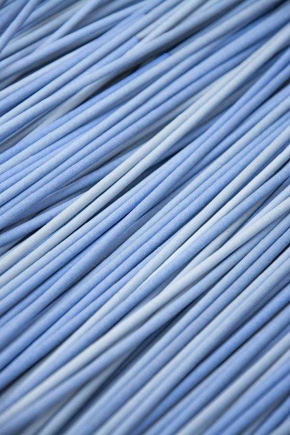 Novinové papírové ruličky, pruh 15 cm, drát 1,6 mm, barva Chempro.  Sada obsahuje 600 ks + DÁREK 71 ks. Baleno po 100 ks.