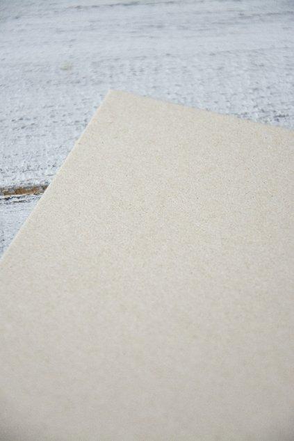 Hlazená lepenka šedá. Rozměr: 35 x 50 cm, tl. 2,5 mm  Gramáž 1575g/m2