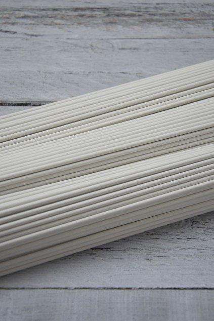 Papírové ruličky z papíru Havana, dlouhé 31 cm, drát 1,2 mm, baleno po 100 ks.