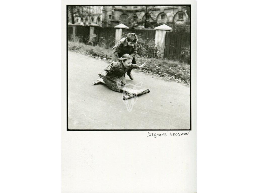 5570 2 pohlednice dagmar hochova z cyklu deti 1959