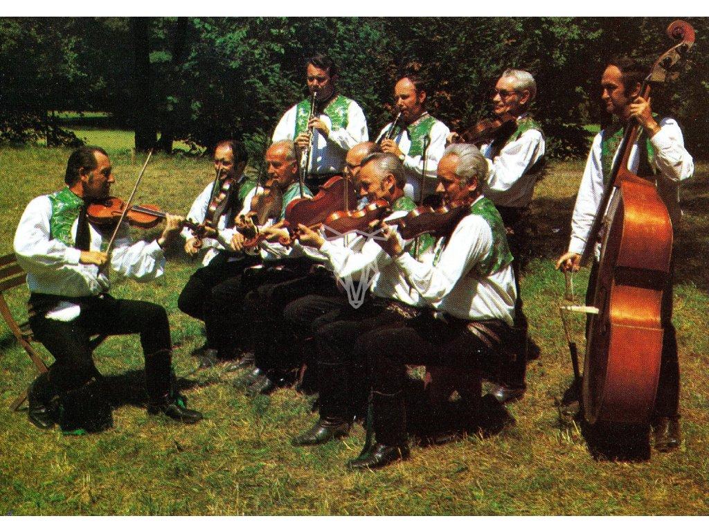 3275 2 pohlednice kroje cimbalova muzika zaslouzileho umelce slavka volaveho straznice okres hodonin