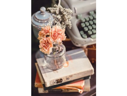 Typewriter and flowers width400 3
