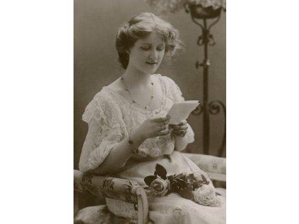 Dziewczyna czytajaca list width400 3