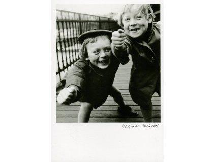 5567 2 pohlednice dagmar hochova z cyklu deti 1960