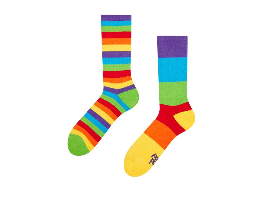 Veselé športové ponožky Pruhy dúhy