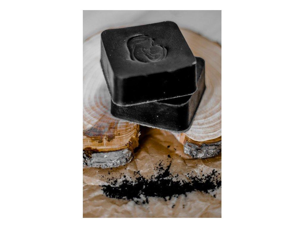 Mydlo s aktívnym čiernym uhlím