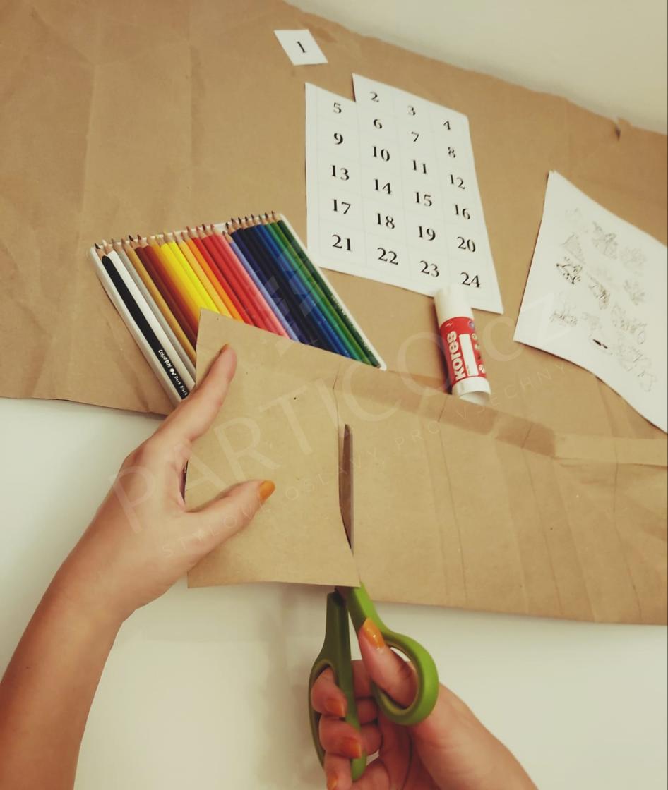 Výroba papírových sáčků na adventní kalendář