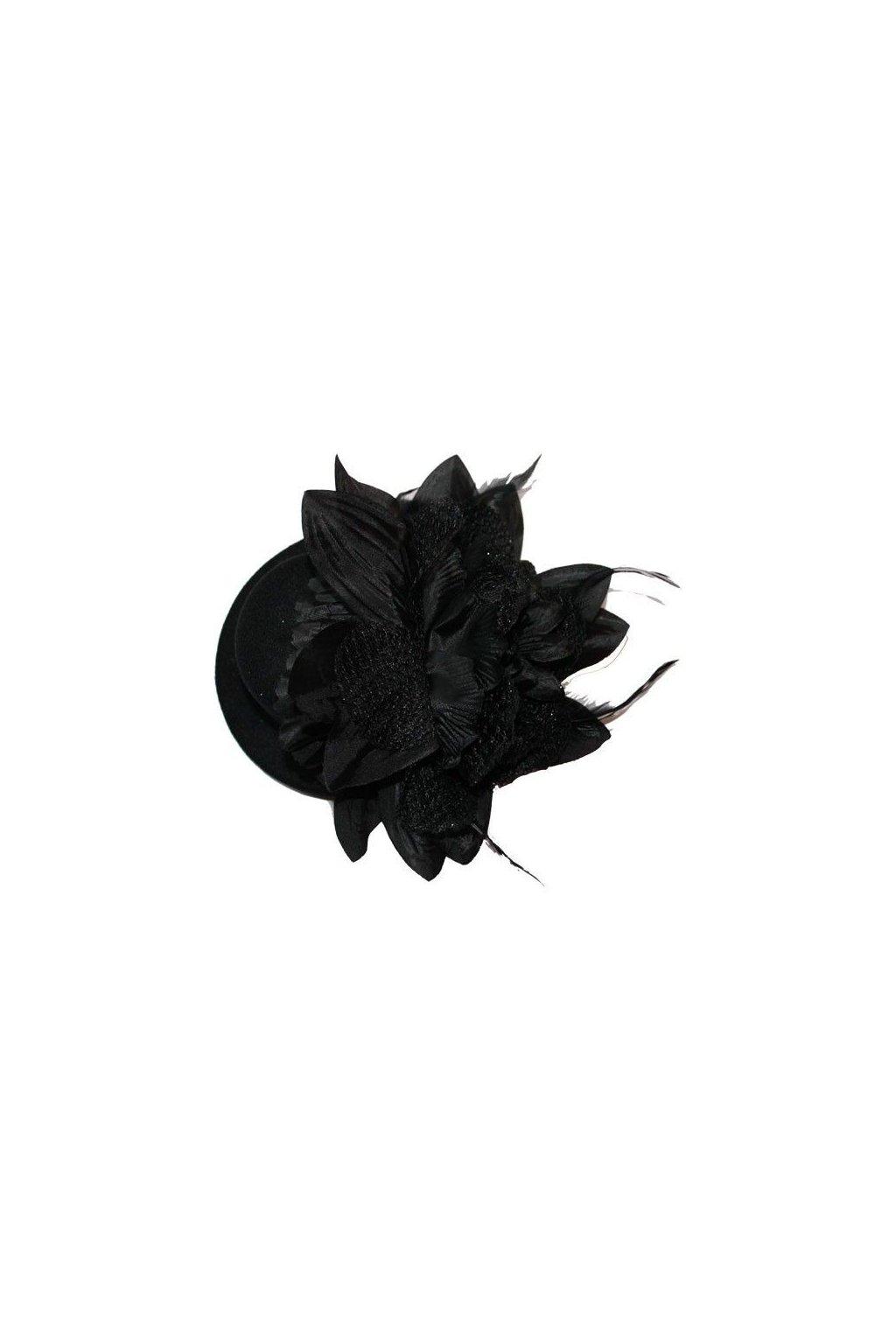 černý klobouček s květinou