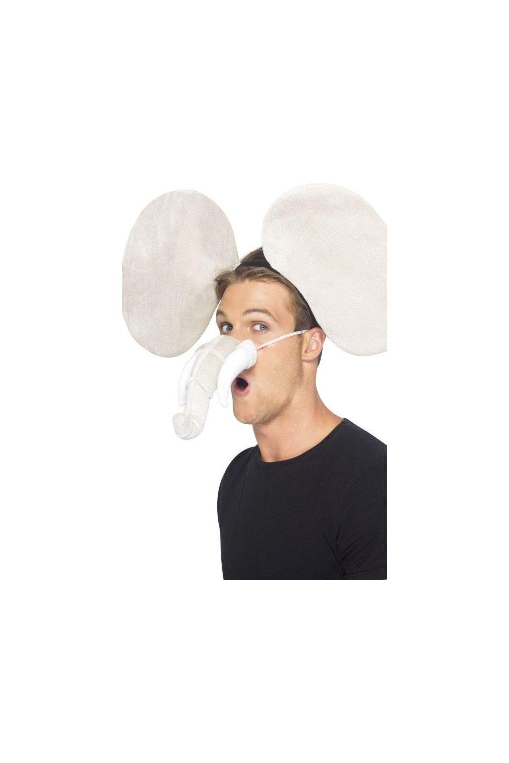 Slon uši s chobotem