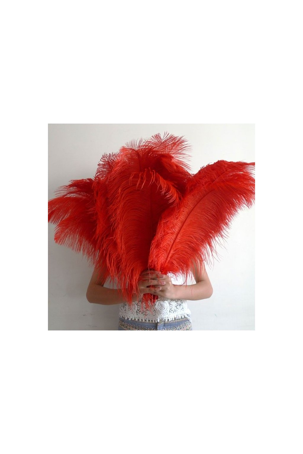 Červené pštrosí brko 55 - 60cm
