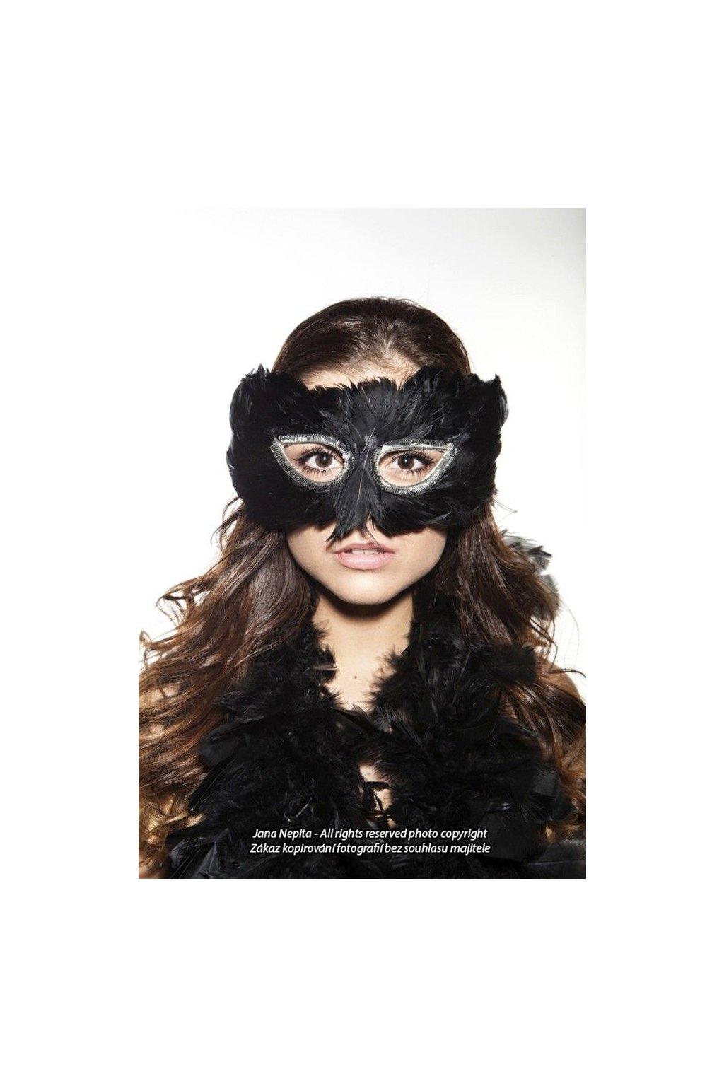 Černá maska - péřová škraboška