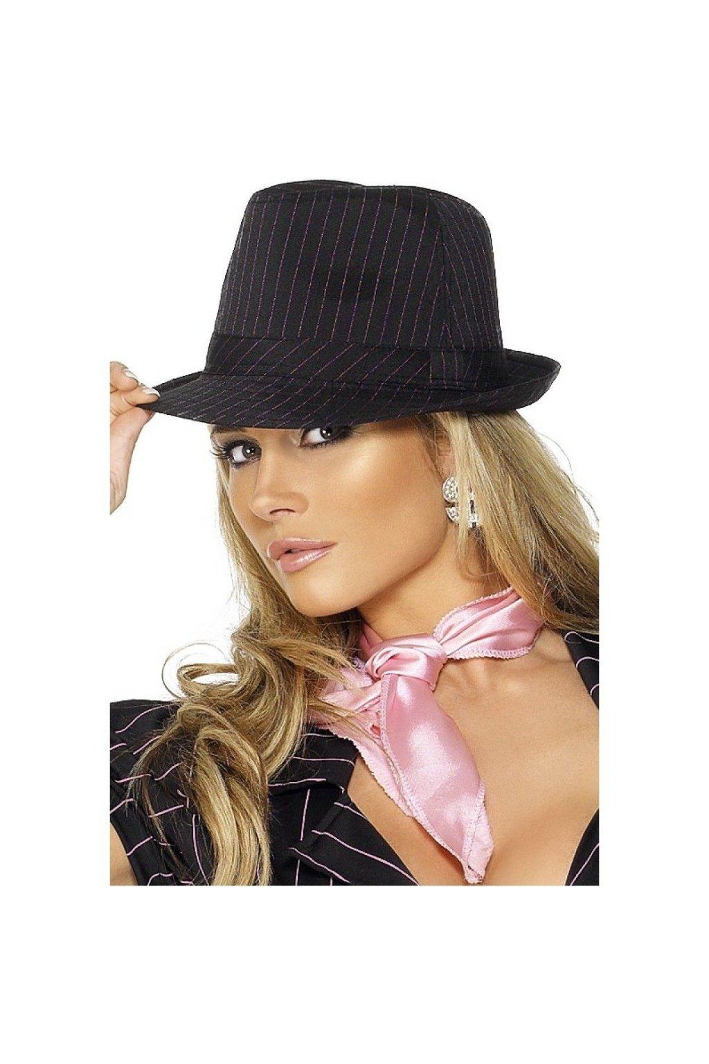 Černý klobouk  s růžovým proužkem